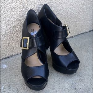 Micheal kors black patent leather heels, like new